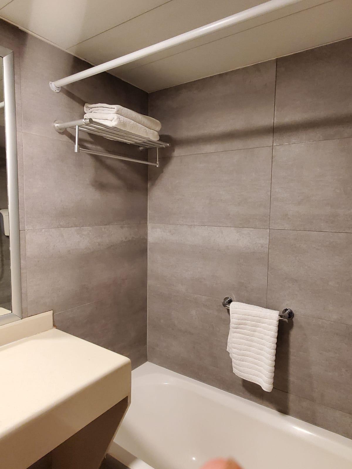 חיפוי למקלחת