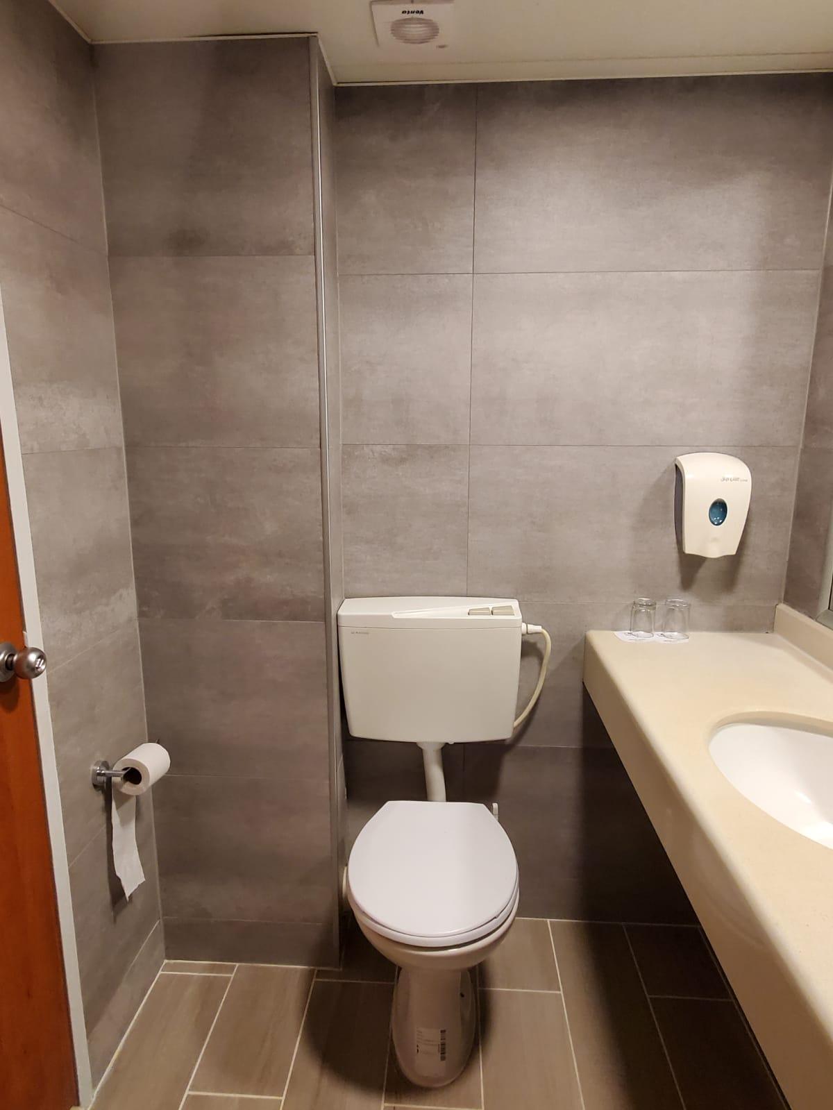 חיפויים לשירותים