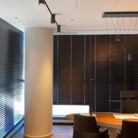 מכירה והתקנה של וילונות גלילה במשרד מוביל בחיפה